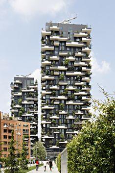 """Cinco edifícios competem pelo título de """"melhor arranha-céu do mundo"""" - Bosco Verticale, Milão/ Boeri Studio. Imagem © Kirsten Bucher"""