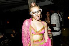 Miley Cyrus prepara il ritorno. L'annuncio su Instagram - Nuovi progetti per Miley Cyrus? La cantante posta su Instagram un suo video in uno studio di registrazione. Cosa ci sarà sotto? - Read full story here: http://www.fashiontimes.it/2015/03/miley-cyrus-prepara-il-ritorno-l-annunci-su-instagram/