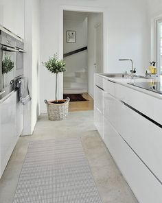 scandinavian kitchen - clean lines and simple style, white kitchen with concrete floors Kitchen Interior, New Kitchen, Kitchen Decor, Kitchen Design, Kitchen Ideas, Pantry Ideas, Room Kitchen, Bedroom Vintage, Scandinavian Kitchen