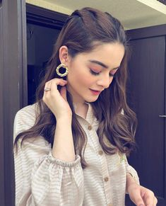 Latest Hairstyle For Girl, Latest Hairstyles, Long Hairstyles, Designs For Dresses, Hair Designs, College Hairstyles, Pakistani Girl, Pakistani Actress, Pakistani Dramas