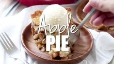 Homemade Apple Pie Recipe {Hints for the Best Apple Pie} Apple Pie Recipe Easy, Best Apple Pie, Easy Pie Recipes, Homemade Apple Pies, Apple Pie Recipes, Cookbook Recipes, Dessert Recipes, Cooking Recipes, Yummy Treats