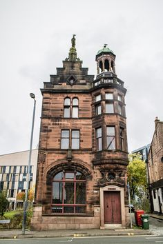 The majority of people who visit Scotland only spend one day in Glasgow.So, let's assume you have 24 hours and want to maximise every minute of that - where would you start? This Glasgow itinerary is for everyone on a tight schedule to help seeing the best of Glasgow in a day!