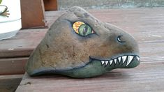 Roche dinosaure Pebble Painting, Pebble Art, Stone Painting, Stone Crafts, Rock Crafts, Arts And Crafts, Painted Rock Animals, Painted Rocks Kids, Rock Painting Patterns