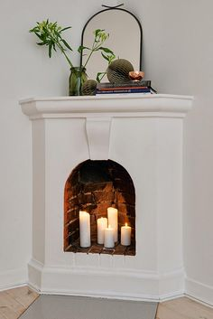 Meet The Light: How Gold Fits Into Every Home Interior Decor Candles In Fireplace, Fake Fireplace, Bedroom Fireplace, Fireplace Design, Home Interior, Interior Design Living Room, Interior Decorating, Faux Foyer, Interiores Shabby Chic