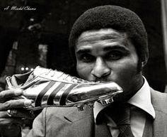 Eusébio: duas vezes Bota de Ouro. Melhor marcador europeu com 4 golos na época 1967/68 com 43 golos e na temporada de 1972/73 com 40 golos.