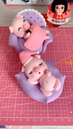 creative crafts let's do together!😘😘😍😍Do let me know in the comment how it goes. :)💗💗You can also find some other content in my blog.If you like it, share it with your social media and friends Cute Polymer Clay, Cute Clay, Polymer Clay Crafts, Diy Clay, Polymer Clay Disney, Polymer Clay Figures, Polymer Clay Animals, Cake Decorating Videos, Cake Decorating Techniques