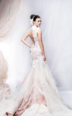 Suknia ślubna w kształcie syrenki z koronką i gniecionym tiulem