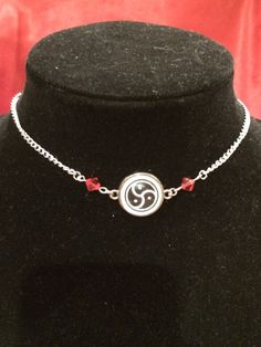 2 in 1 DOUBLE SIDED 15mm Silver BDSM Symbol Community Emblem Pendant Necklace submissive Day Collar with Swarovski Crystals