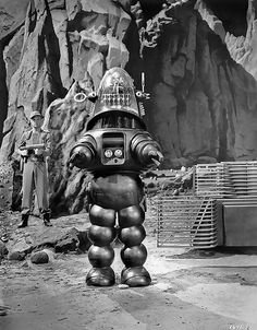 Robby the Robot in Forbidden Planet (film) Vintage Robots, Retro Robot, Film Science Fiction, Fiction Movies, Planet Movie, Classic Sci Fi Movies, Robby The Robot, Sci Fi Films, Photo Vintage