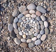 Land Art for Kids Pebble Mosaic, Pebble Art, Pebble Beach, Pebble Stone, Stone Art, Beach Gardens, Outdoor Gardens, Rock And Pebbles, Rock Design