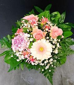 Vaaleanpunainen kimppu: ruusu, neilikka, germini - rose, carnation