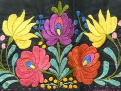 Matyó hímzésminta - Mezőkövesd, Hungary  (Forrás: Néprajzi Múzeum) www.itsHungarian.com: Tourism, gastronomy, culture, folk art webshop  - worldwide from Hungary! Hungarian Embroidery, Folk Art, Line Art, Embroidery Patterns, Needlework, Mandala, Artsy, Stitch, Flowers