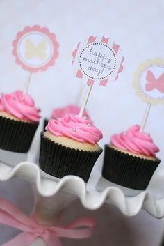 Sandra @ ribbonsandfavors.com Love free printables! Here is a cute one from TomKat  for a Mother's Day cupcake topper.
