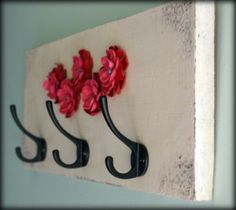 Key holder with polymer clay flowers.like key holder idea but maybe use a rub on wall saying by my front door. Just a wooden board with hooks screwed to it Diy Purse Organizer, Purse Rack, Bag Rack, Purse Holder, Organizers, Diy Arts And Crafts, Diy Crafts, Wall Key Holder, Key Holders