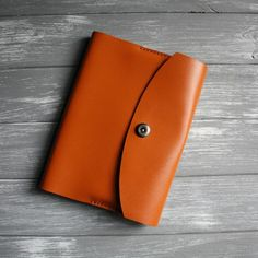 Rich, bright orange notebook cover - the beautiful way to protect your planner, whichever brand it is, format will suit most of them :) Leather Notebook, Leather Books, Leather Journal, The Notebook, Notebook Sleeve, Notebook Ideas, Hobonichi, Journal Covers, Travelers Notebook