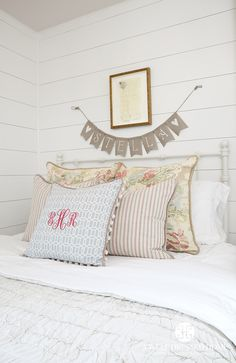 Girl's Bedroom by A Well Dressed Home, LLC. To read more about this project, please visit: http://awelldressedhome.com/3902-our-farmhouse-renovation-reveal-part-4-the-twins-rooms-and-bathroom/