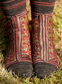 oh my... socks that are far too good for shoes...   yourfashion.co