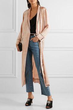 DRESS MEETS JEANS Maak een 'fashion forward statement' en combineer jouw zomerse jurk met een stoere jeans! Met deze trend hoef je niet langer te wachten op het tropische zomerweer!