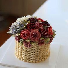 Student's work from Thailand.. Buttercream flower cake... #cake #cakeicing #buttercream #flower #flowers #flowercake #buttercreamflowers #flowercake #kissthecake #basketcake #blossom #케익 #케이크 #플라워케이크 #꽃 #버터크림 #키스더케이크