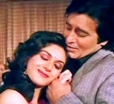 Meenakshi Sheshadri with Vinod Khanna in Jab koi baat bigad jaye.from Jurm - A great song, which defines the relationship between a married couple. Best Husband, Husband Wife, Bollywood Songs, Bollywood Actress, Vinod Khanna, Indian Movies, Greatest Songs, Married Life, Movie Stars