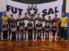 Futsal da AAB consegue duas vitorias contra o Santos FC - As equipes menores da Associação Atlética Botucatuense (AAB) somaram duas vitórias em um total de cinco confrontos contra o Santos FC. Os jogos foram realizados nosábado, dia 01, em Botucatu.As vitórias botucatuenses aconteceram nas categorias Sub-14 e Sub-17, respectivamente por 2 a 1 e 6 a 5. O - http://acontecebotucatu.com.br/esportes/futsal-da-aab-consegue-duas-vitorias-contra-o-santos-fc/