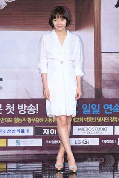 韓国・ソウルの韓国文化放送(MBC)で行われた、新ドラマ「偉大な糟糠の妻 위대한 조강지처 The Great Wives」の制作発表会に臨む、女優のカン・ソンヨン(2015年6月11日撮影)。(c)STARNEWS ▼16Jun2015AFP|MBC新ドラマ「偉大な糟糠の妻」の制作発表会、ソウルで開催 http://www.afpbb.com/articles/-/3051864 #강성연 #姜成妍 #Kang_Sung_yeon