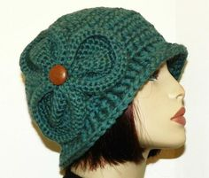You have to see Bernadette Chunky Flapper Cloche on Craftsy! - Looking for crocheting project inspiration? Check out Bernadette Chunky Flapper Cloche by member McGettDM. Crochet Adult Hat, Bonnet Crochet, Crochet Beanie, Knit Or Crochet, Crochet Scarves, Crochet Crafts, Crochet Projects, Knitted Hats, Free Crochet