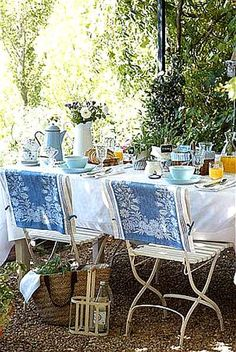 Al Fresco * French Country Style Outdoor Rooms, Outdoor Dining, Outdoor Gardens, Outdoor Decor, Outdoor Sheds, Dresser La Table, Vibeke Design, Cottage In The Woods, Lake Cottage