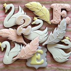 Swan, feather cookies