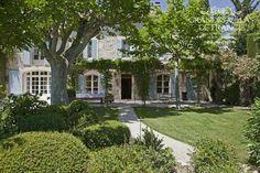 L'ETOILE DE SAINT-REMY (Saint-Rémy de Provence) - Exclusieve mas met prachtig aangelegde tuin, privé zwembad en jeu de boulesbaan, gelegen te Saint-Rémy de Provence. Deze mas is gerenoveerd en ingericht met veel zorg en charme. Met zijn 6 slaapkamers en 5 badkamers, is deze mas geschikt voor 12 personen