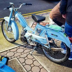 One thing no matter what color mobys you come out with that original classic mobylette blue will always be first class  #mopedculture  #mopedarmy #moped #moby #mobylette #motobecane #bermybikes #bermybikelife #bdabikelife #bdabikes #swarmtroopers #treatland #1977mopeds #2digitrider #mopedivision #thepedshed #classic #oldschool #vintage #ahhbermuda #wearebermuda  #gotobermuda #todayinbermuda #bermudianmagazine #av88 #mopedporn #bermynet #h2osportsbermuda #mopedsofinsta #bermynet by…