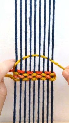 Weaving Loom Diy, Weaving Art, Tapestry Weaving, Macrame Patterns, Weaving Patterns, Rope Crafts, Yarn Crafts, Weaving Wall Hanging, Macrame Design