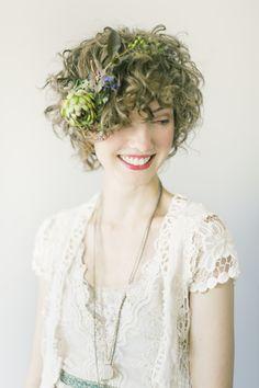 Look Sexy Short Wedding Hairstyles Hair Salon Flower Crown Hairstyle, Crown Hairstyles, Bride Hairstyles, Vintage Hairstyles, Hair Crown, Bridal Hair And Makeup, Hair Makeup, Casual Bride, Hair Inspiration