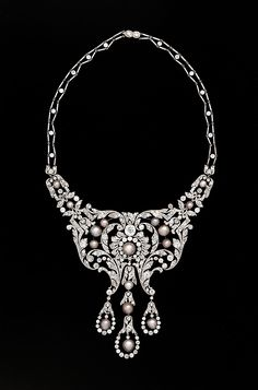 Diamond necklace, Dreicer & co, c. 1905.   WOW!  New acquisition in the American Wing at the Met.  Dreicer was a New York shop, bought by Cartier in the 1920's.