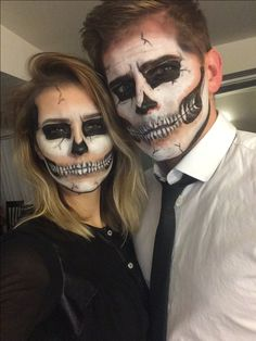 Last minute couples Halloween costume. Last minute couples Halloween costume. Halloween Skeleton Makeup, Cute Couple Halloween Costumes, Halloween Makeup Looks, Halloween Kostüm, Couple Costumes, Vintage Halloween, Last Minute Couples Costumes, Diy Couples Costumes, Artistic Make Up