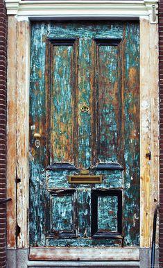 Love the patina on this antique door Cool Doors, Unique Doors, Entrance Doors, Doorway, Gates, Door Gate, Rustic Doors, Door Knockers, Closed Doors