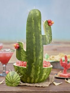 Cinco de Mayo with this watermelon cactus carving and Fire and Ice Salsa.Celebrate Cinco de Mayo with this watermelon cactus carving and Fire and Ice Salsa. Margarita Party, Taco Party, Fiesta Party Foods, Mexican Fiesta Food, Mexican Fiesta Birthday Party, Fiesta Theme Party, Mexican Desserts, Mexican Food Parties, Fruit Carvings