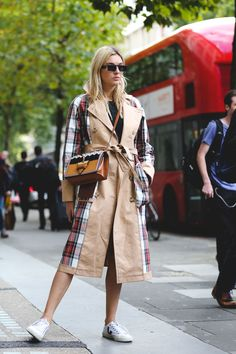 The+Best+Street+Style+At+London+Fashion+Week+SS18+#refinery29+http://www.refinery29.uk/2017/09/170850/street-style-london-fashion-week-ss18#slide-1