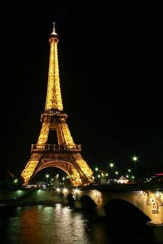 La Tour Eiffel, Paris, France I want to do more then see it out of the airport window. Loved the French Riviera but want to see Paris. Janell how about taking Mom to Paris? Places Around The World, Oh The Places You'll Go, Places To Travel, Places To Visit, Paris Torre Eiffel, Paris Eiffel Towers, Paris Tower, Oh Paris, Montmartre Paris