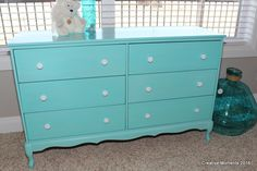 Sweet Beachy Love #DIY #furniturepaint #paintedfurniture #homedecor #beach #beachy #tropical #turquoise #dresser #bedroomideas - blog.countrychicpaint.com