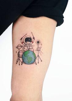 50 beautiful small and colorful tattoos - Doozy List - 50 beautiful small and . - 50 beautiful small and colorful tattoos – Doozy List – 50 beautiful small and colorful tattoos - Form Tattoo, Hawaiianisches Tattoo, Shape Tattoo, Body Art Tattoos, Small Tattoos, Unalome Tattoo, Tattoo Skin, Small Colorful Tattoos, Tattoos Masculinas