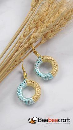 Learn how to make easy circle-shapped earrings from Beebeecraft, Beebeecraft circleshap. Diy Fabric Jewellery, Macrame Jewelry, Diy Crochet Jewelry, Hemp Jewelry, Beaded Crochet, Crochet Rope, Crochet Earrings Pattern, Diy Schmuck, How To Make Earrings