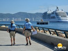#infoacapulco Acapulco y su policía turística. INFORMACIÓN DE ACAPULCO. Aparte de mantener el orden, cuidar de los turistas y hacer que tu estancia en el puerto sea más placentera, la policía turística de Acapulco, también brinda informes sobre lugares para visitar, así como actividades y eventos. Durante tus próximas vacaciones en el paradisiaco puerto de Acapulco, te invitamos a estar bien informado. www.fidetur.guerrero.gob.mx