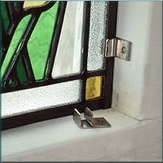 Montageclips for installing stained glass windows.