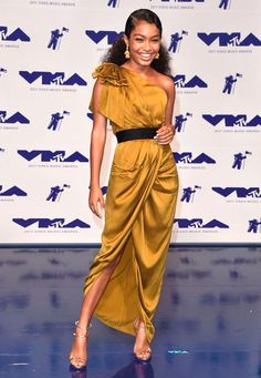 Spotted:Yara Shahidi wears the Bow Bodice Dress from our Fall 17 Ready-to-Wear Collection while attending the VMA's in LA.The dress will be available instore and online later this year. Celebrity Red Carpet, Celebrity Dresses, Celebrity Style, Paris Jackson, Kendrick Lamar, Bobby Brown, Katy Perry, Miami Moda, Mtv