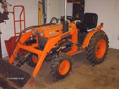Dennis M. in Stewiacke, Nova Scotia, Canada built this loader for his Kubota compact tractor, nice Job! Small Tractors, Compact Tractors, Kubota Tractors, Nova Scotia, Hoe, Hot Rods, Lawn, Engineering, Garage