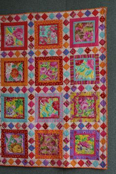 LOVE the pieced sashing - I'm pretty sure I can do something like this with Seminole piecing.