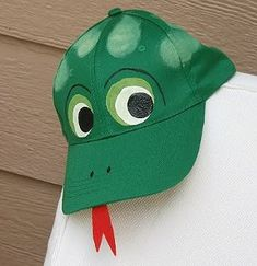 Make this fun #frog #baseball #cap! || #Arts and #crafts for 6-8 #year #olds