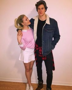 Betty Cooper and Jughead Jones Riverdale Couples Halloween Costume Riverdale Halloween Costumes, Cool Couple Halloween Costumes, Easy Couples Costumes, Trendy Halloween, Halloween Outfits, Diy Halloween, Group Halloween, Clever Couples Halloween Costumes, Family Costumes