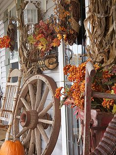 Adorable Autumn Porch Decorating Ideas : Inspiring Fall Porch Design Ideas With Old Autumn Porch Decorations Autumn Decorating, Porch Decorating, Decorating Ideas, Photo Deco, Primitive Fall, Primitive Country, Deco Floral, Fall Harvest, Harvest Time